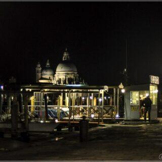 О ночной Венеции в картинках. Март 2015 в блоге http://nptravelnotes.ru/italia/veneto/2020/11/12/night-in-venice/ ⠀ #nptravelnotes #veneziacityitaly🇮🇹 #venezia #veneziaunica #gondola #sanmrco #italy #italia #muranoglass